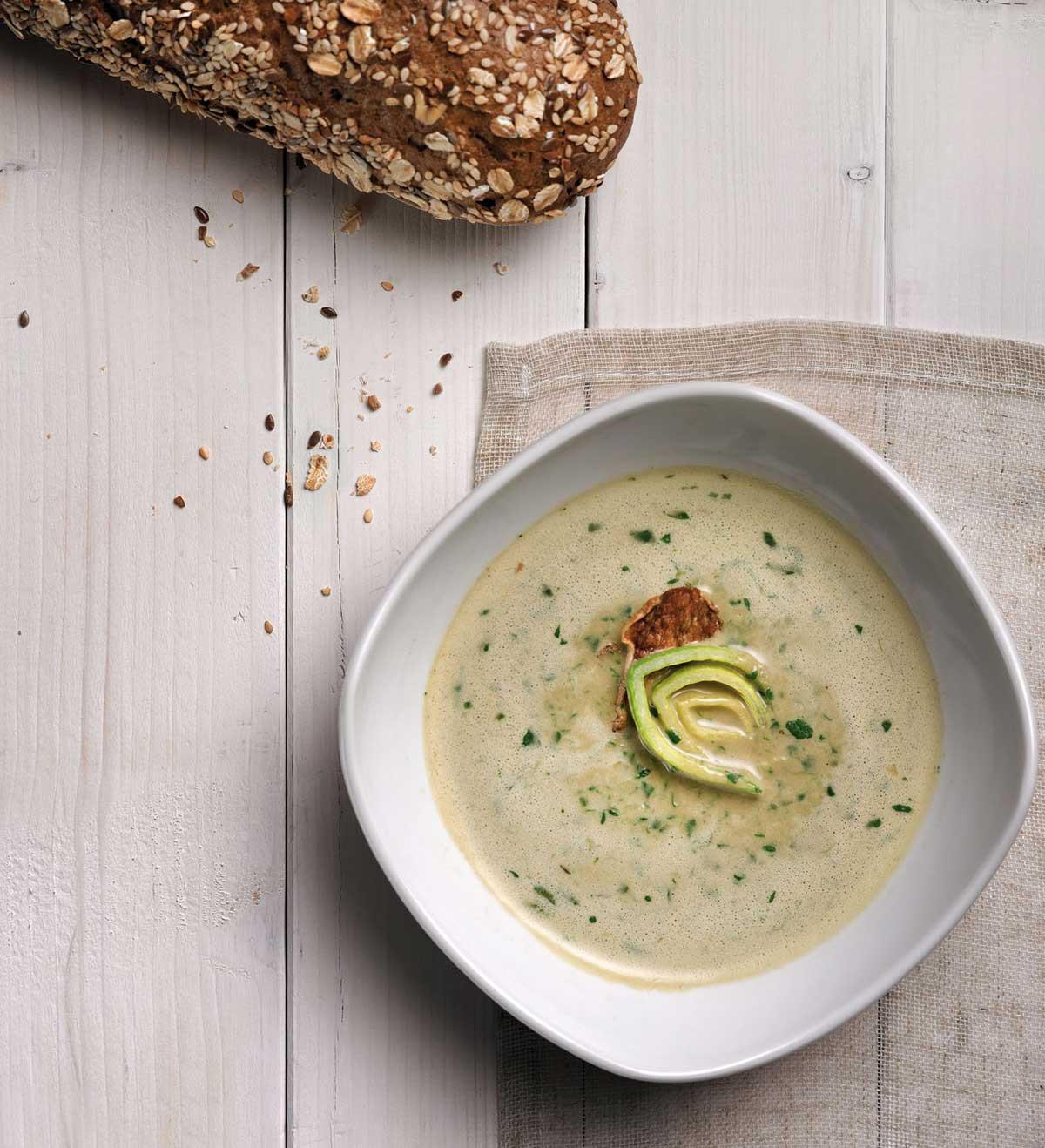 Pórková polévka se zázvorem a potočnicí